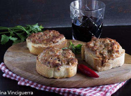 Bruschette salsiccia e stracchino