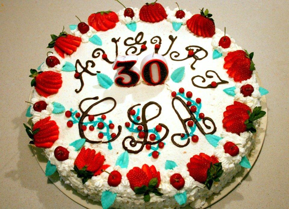 torta decorata con panna e fragole torta decorata minnie compleanno