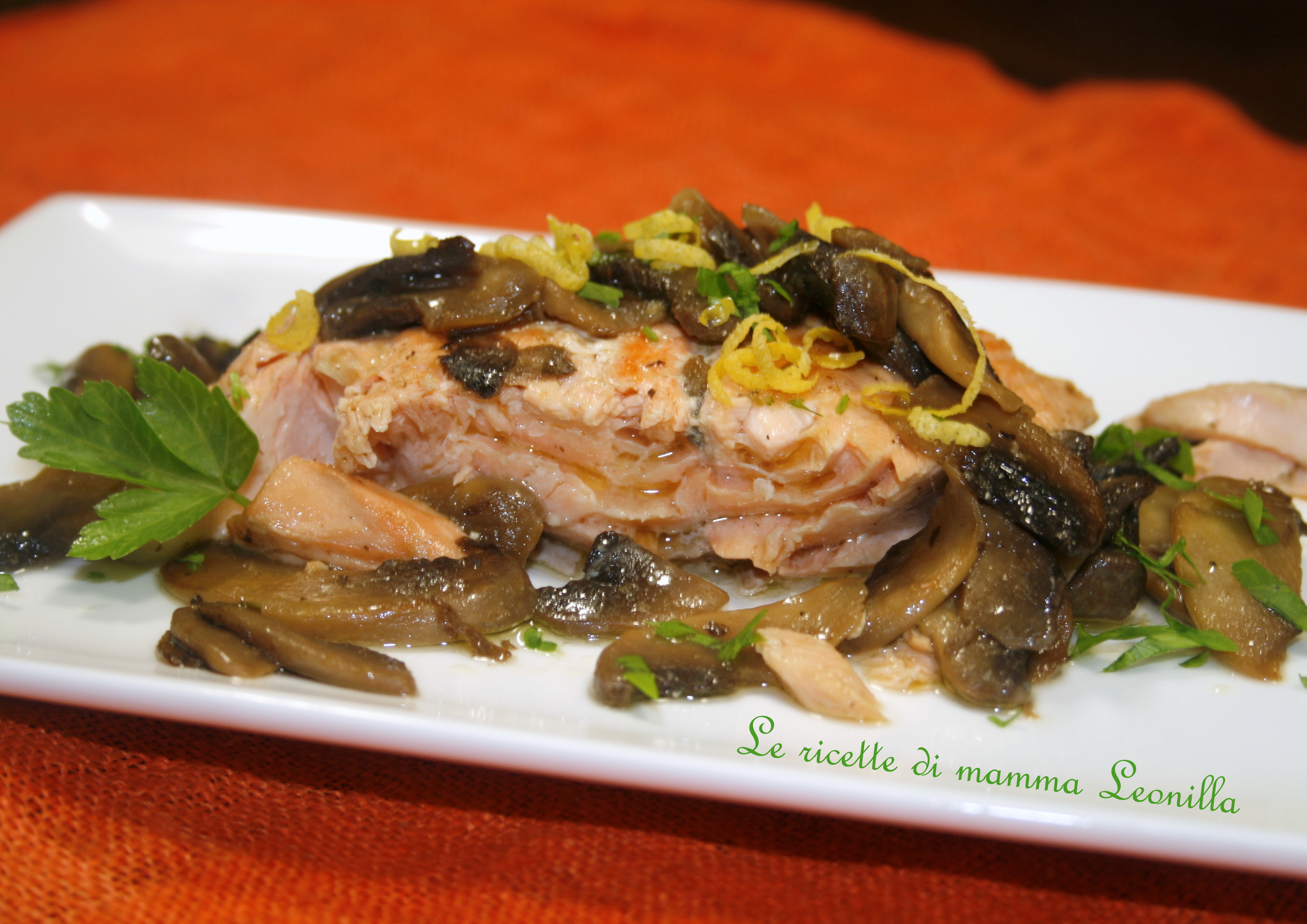 SALMONE AI FUNGHI E LIMONE -ricetta di pesce light