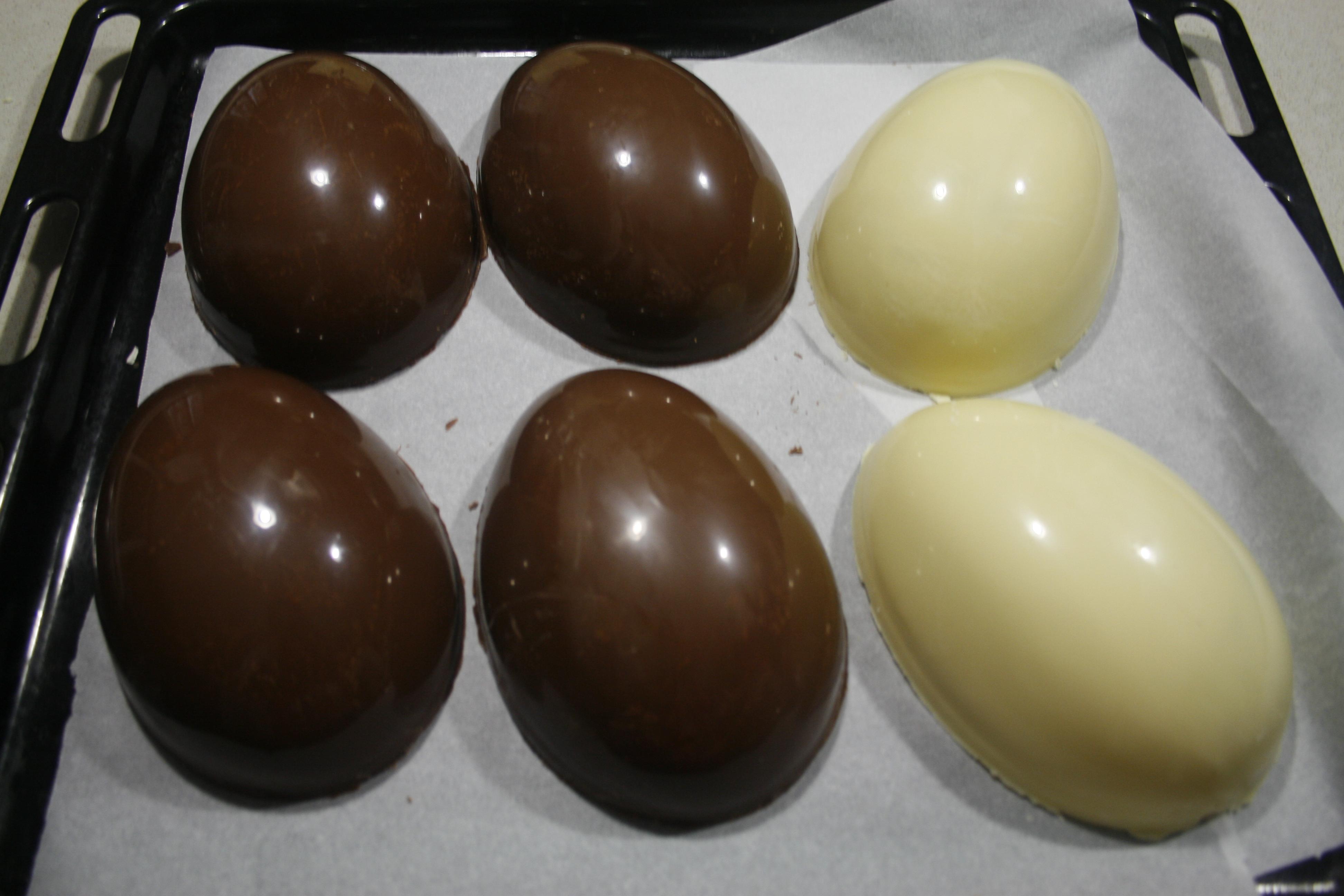 Uovo di cioccolato fatto in casa con tutorial ricetta - Uova di pasqua in casa ...