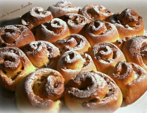 TORTA DI ROSE CON GOCCE DI CIOCCOLATO -ricetta dolce da forno