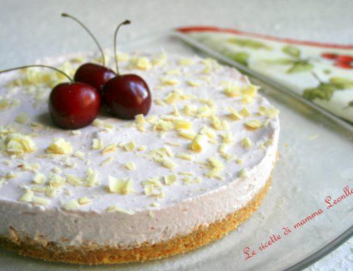 TORTA ALLO YOGURT DI CILIEGIE E CIOCCOLATO BIANCO -ricetta dolce freddo alla frutta