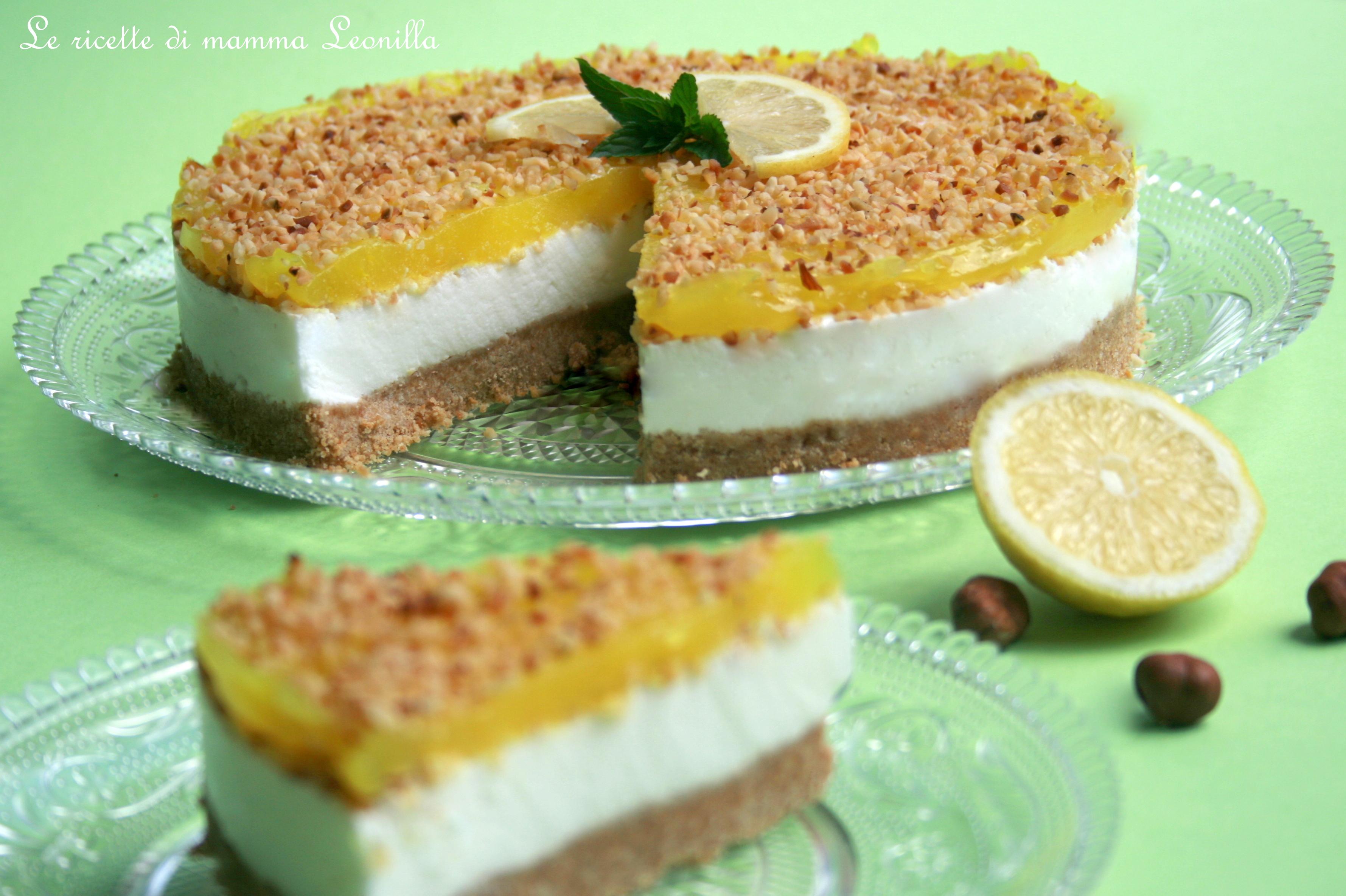 torta allo yogurt al limone nocciole e gelatina fatta in