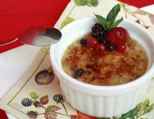 CREMA CATALANA AL CIOCCOLATO BIANCO E FRUTTI DI BOSCO -ricetta dolce