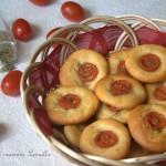 PIZZETTE AL FORMAGGIO E POMODORINI -ricetta finger food salato