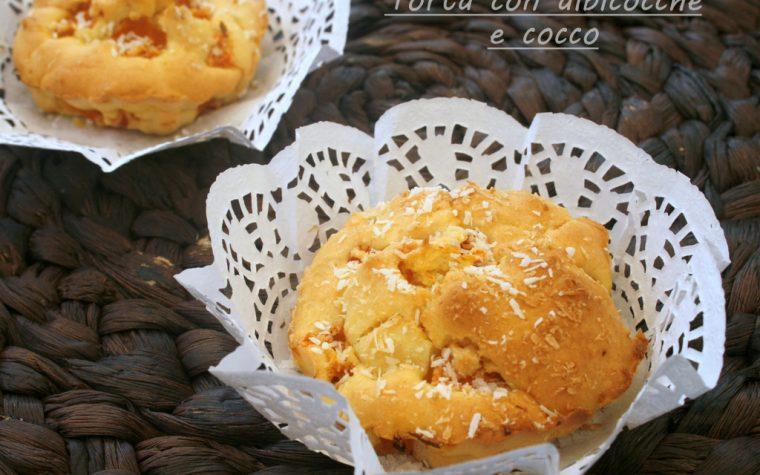 TORTA CON ALBICOCCHE E COCCO, ricetta alla frutta