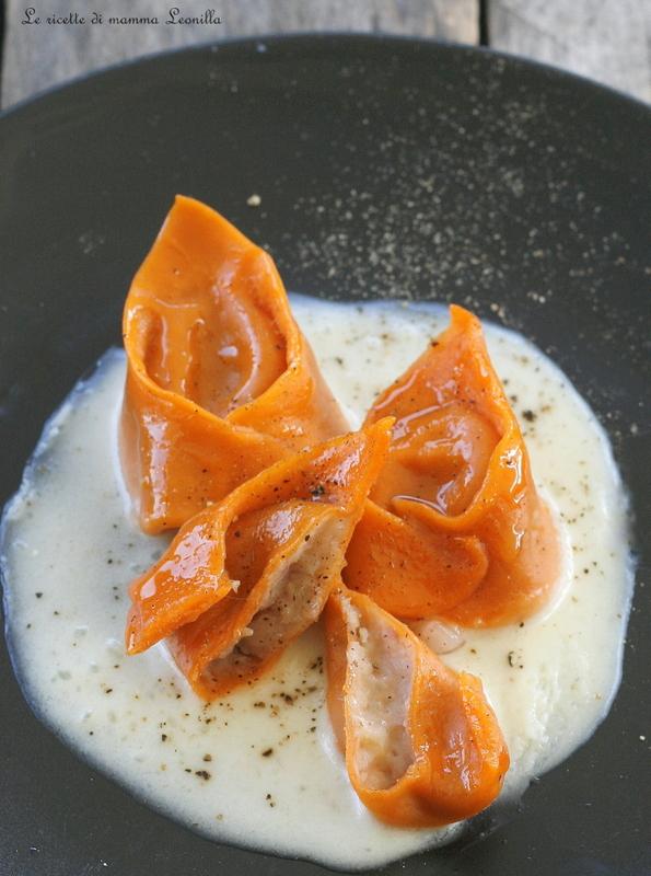 TORTELLONI DI PATATE SPECK E NOCI con crema di parmigiano
