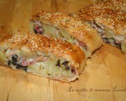 STRUDEL SALATO DI PATATE, PROSCIUTTO E OLIVE – ricetta torte salate