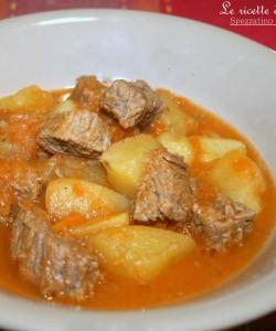 SPEZZATINO DI MANZO E PATATE TENERO -ricetta secondo di carne classico