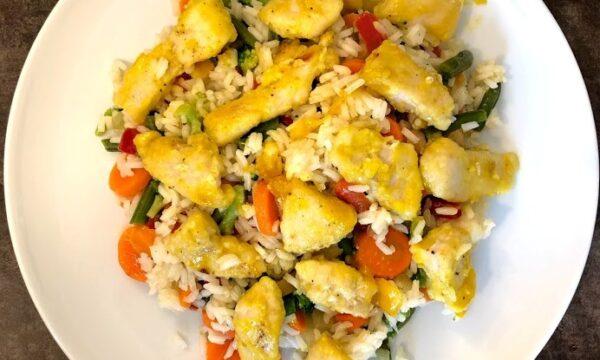 Riso all'orientale con pollo all'arancia e verdure