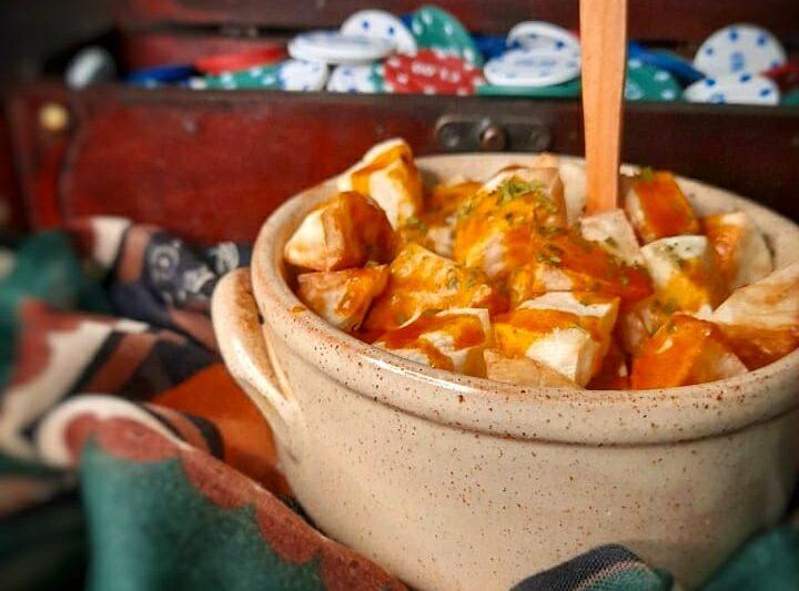 Patatas bravas e salsa brava spagnola