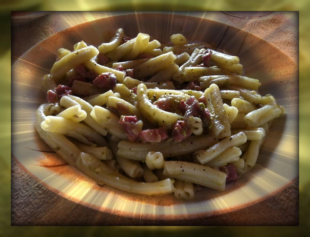 Pasta con pesto di pistacchi e pancetta