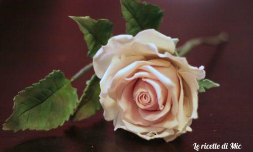 Rosa in gum paste