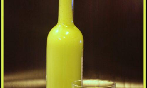 Liquore di crema di pistacchio fatto in casa
