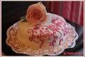 Torta con rosa in pasta di zucchero