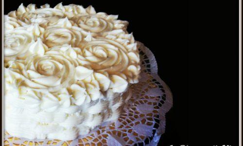 Torta con rose di frosting