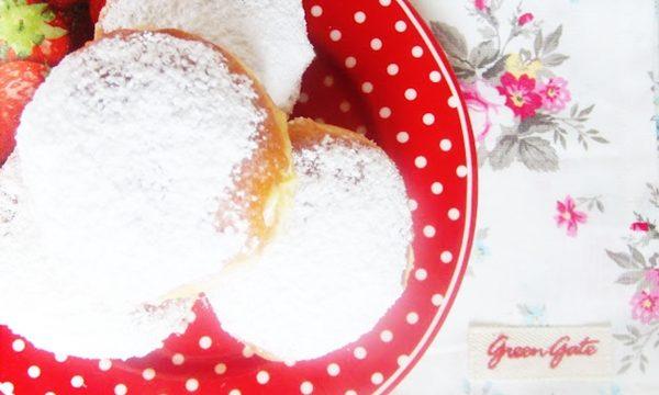 bomboloni o Krapfen alla crema e vai con la colazione!