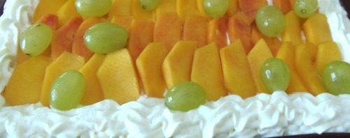 Torta  frutta alla chantilly yogurt e gelatina ai frutti di bosco