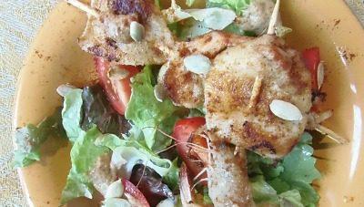 Spiedini di pesce e insalata ,ricetta light