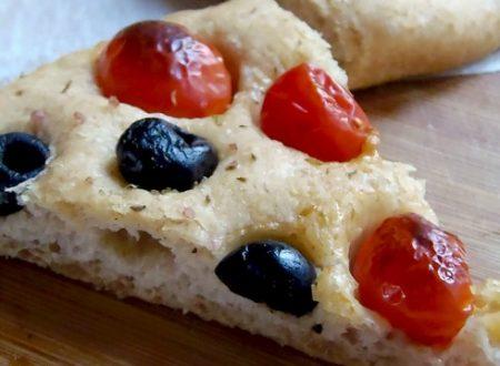 Pizza integrale pomodorini e olive|PaneeCioccolato