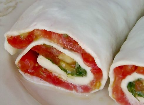 Sfoglia di mozzarella pomodoro e basilico PaneeCioccolatoblog
