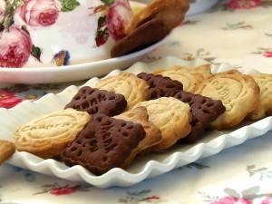 Biscotti secchi alle mandorle e cacao
