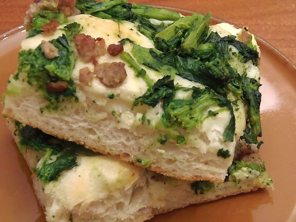 ricetta focaccia broccoli e salsiccia