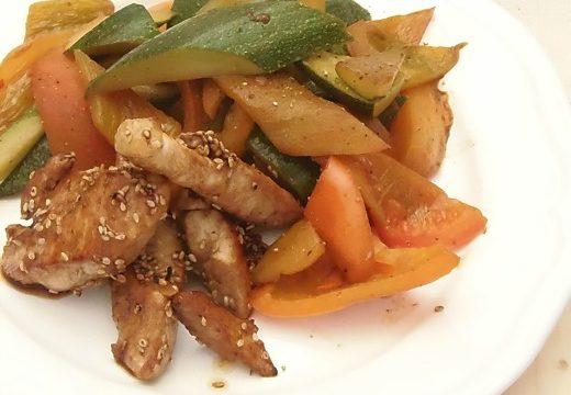 Pollo con verdure croccanti