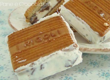 Gelato Biscotto alla Stracciatella con farcitura al cioccolato