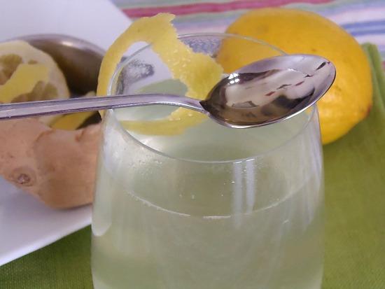 Acqua E Limone La Sera.Acqua Zenzero Limone E Miele Una Bevanda Per Dimagrire