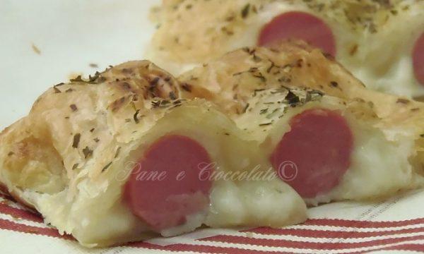 Strudel di patate wurstel e mozzarella