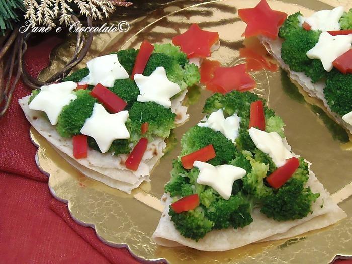 Alberelli di natale di piadina verdure e mozzarella for Alberelli di natale