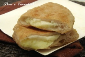 Calzoni fritti patate e mozzarella con o senza lievitazione