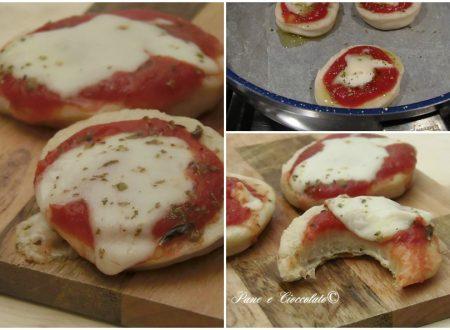 Pizzette da Buffet cotte in padella con e senza lievitazione