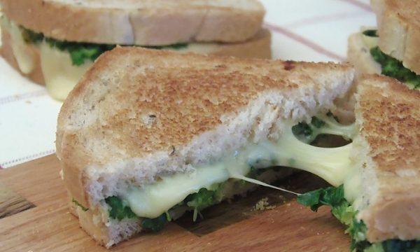 Toast Cremoso con Broccoli Arrostiti