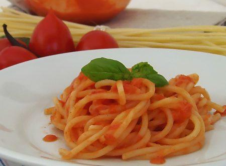 Spaghetti piccanti al pomodoro crudo e vaniglia