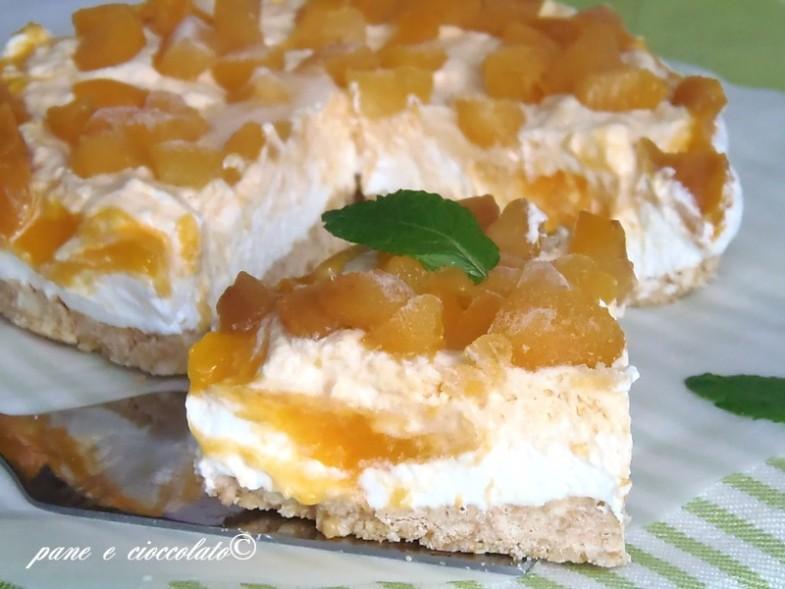 Torta fredda panna e albicocche
