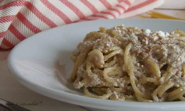 Spaghetti ricotta e crema noci