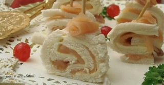 Triangoli arrotolati al salmone