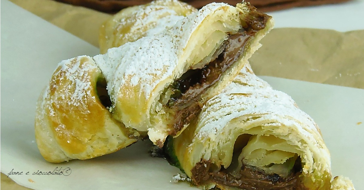 Treccia alla nutella di pasta sfoglia semplice da realizzare e adatta per una colazione o merenda veloce.