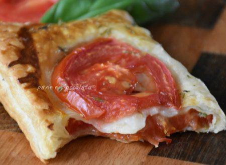 Ricetta pizzette al pomodoro pizzette di pasta sfoglia