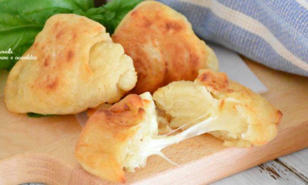 Sfogliatine salate al formaggio impasto patate