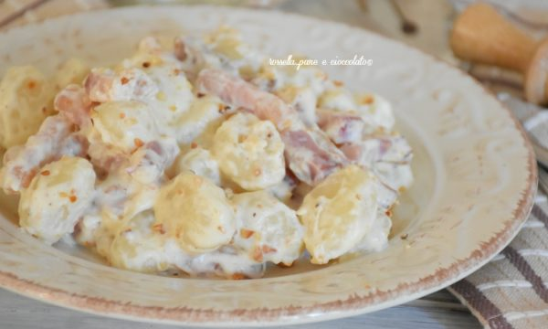 Gnocchi di patate allo speck e noci