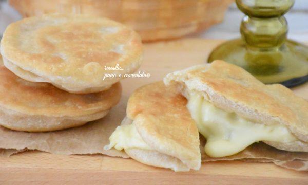 Panzerotti al formaggio fritti o al forno