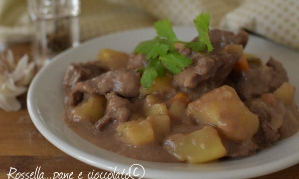 Spezzatino con le patate cremoso e morbido