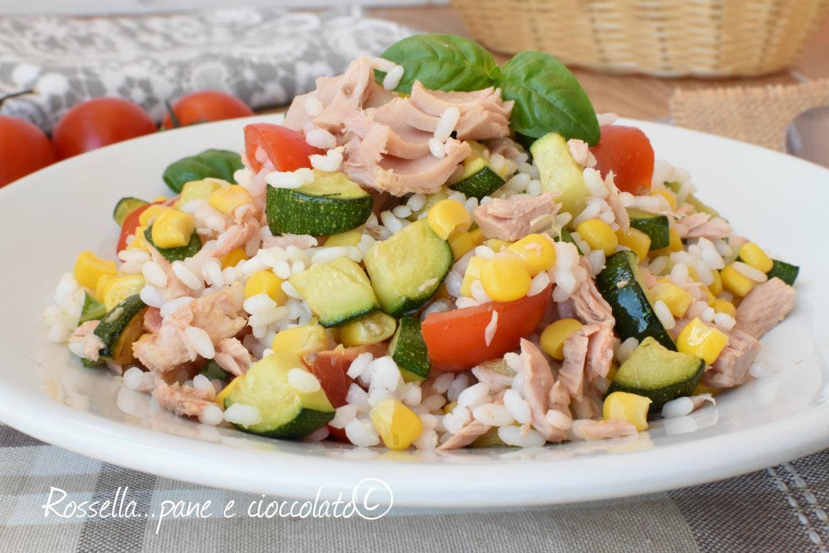 Insalata di riso tonno mais e pomodorini