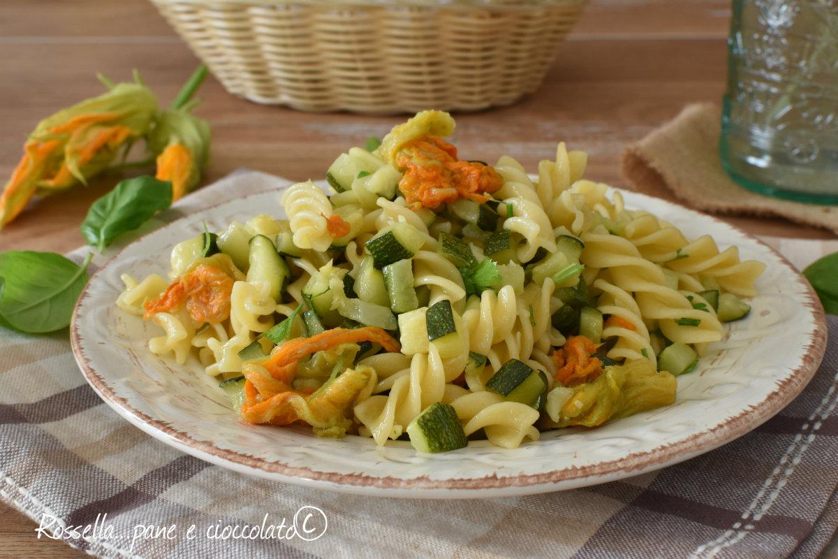 Fiori Zucca Giallo Zafferano.Pasta Zucchine E Fiori Di Zucca Saporita E Veloce