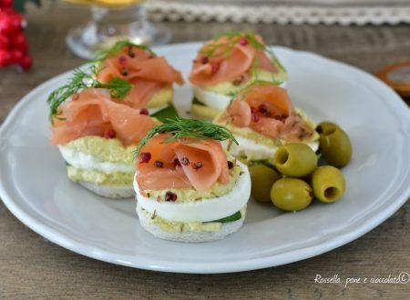 ANTIPASTO di Tartine al Salmone e Olive Ricetta veloce