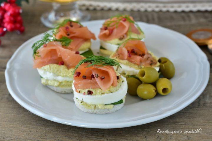 ANTIPASTO di Tartine al Salmone e Olive