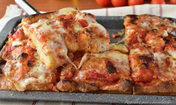PIZZA Fatta in Casa in Teglia RICETTA con poco Lievito